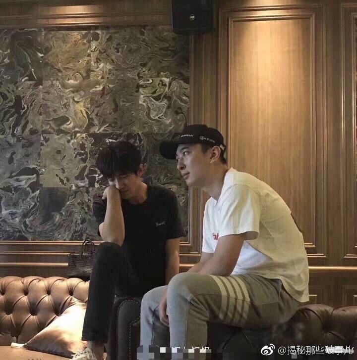 王思聪与林更新久违同框 KTV寻欢美女坐陪