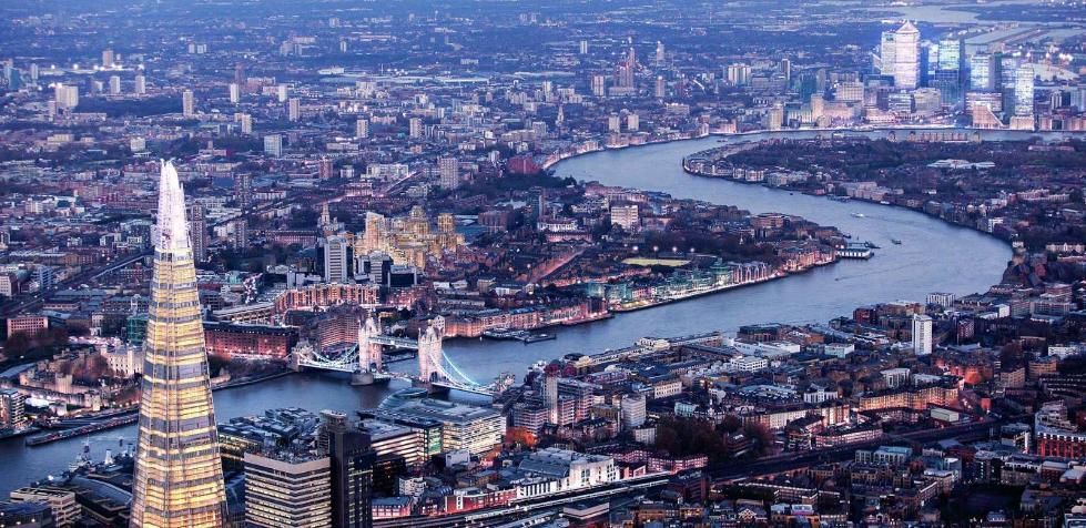 伦敦码头已经成为伦敦金融中心的象征.jpg