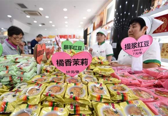 北京:老字号月饼走俏中秋市场