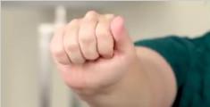 教你缓解手腕酸痛的拉伸法