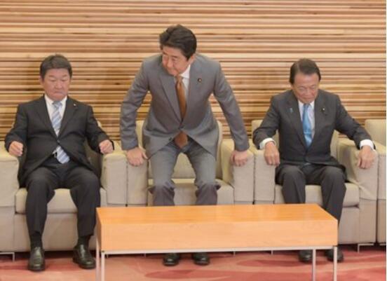 安倍拟10月1日进行内阁改组 要职不会任命石破茂