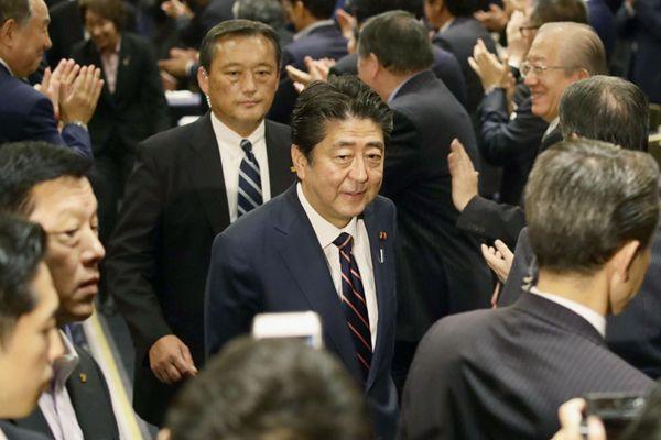 安倍晋三访美前景不明,选举获胜次日密集会见日外交团队