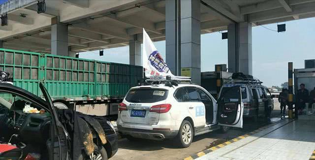 河南救援队救灾返程滞留收费站 救援队:想给收费站道歉