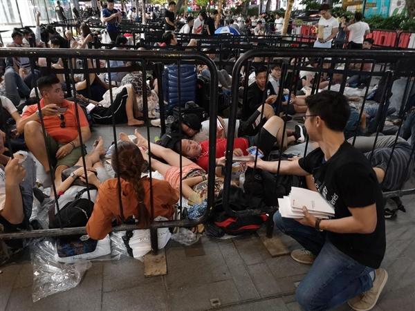 iPhone XS首发日 华为员工现身新加坡苹果店