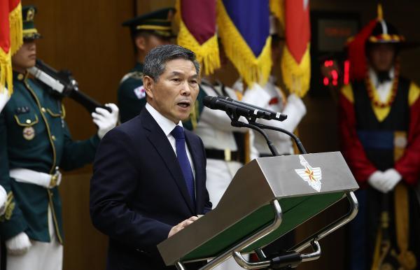 韩国新任防长正式就职:战斗机飞行员出生,强调韩美同盟