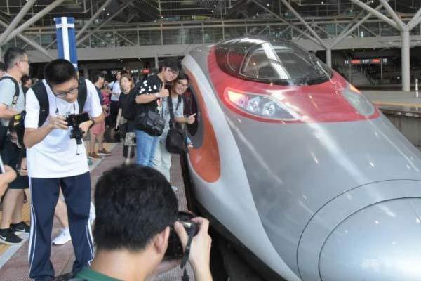 广深港高铁全线开通运营 内地44站点直达香港