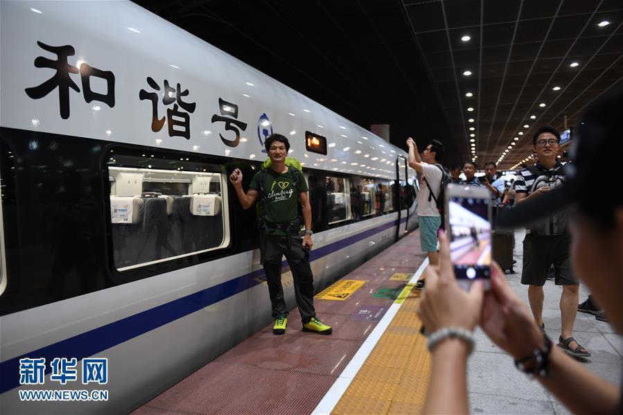 (社会)(2)香港段投入运营 广深港高铁全线开通运营
