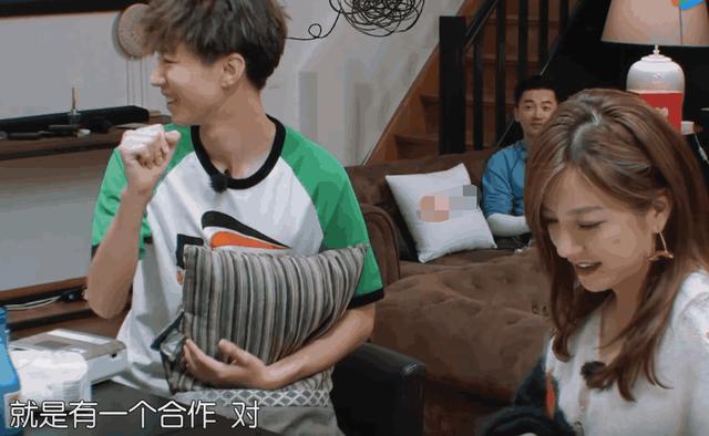 赵薇去房东家做客,唯独不见王俊凯,舒淇的一句话暴露情商