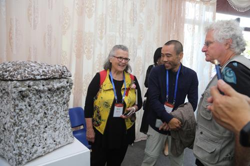 青岛国际陶瓷艺术展学术论坛举行