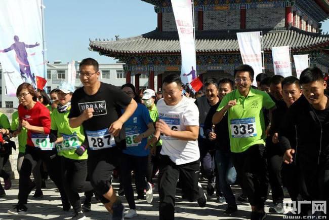 宁夏盐池环古城迷你马拉松比赛举行