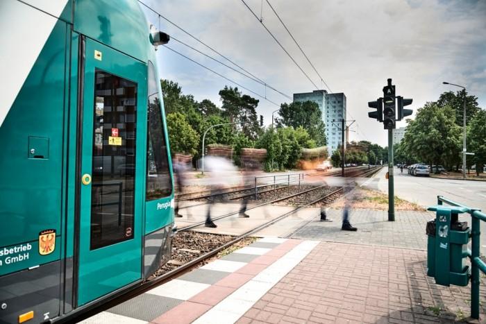 世界首条无人驾驶有轨电车Combino成功上路