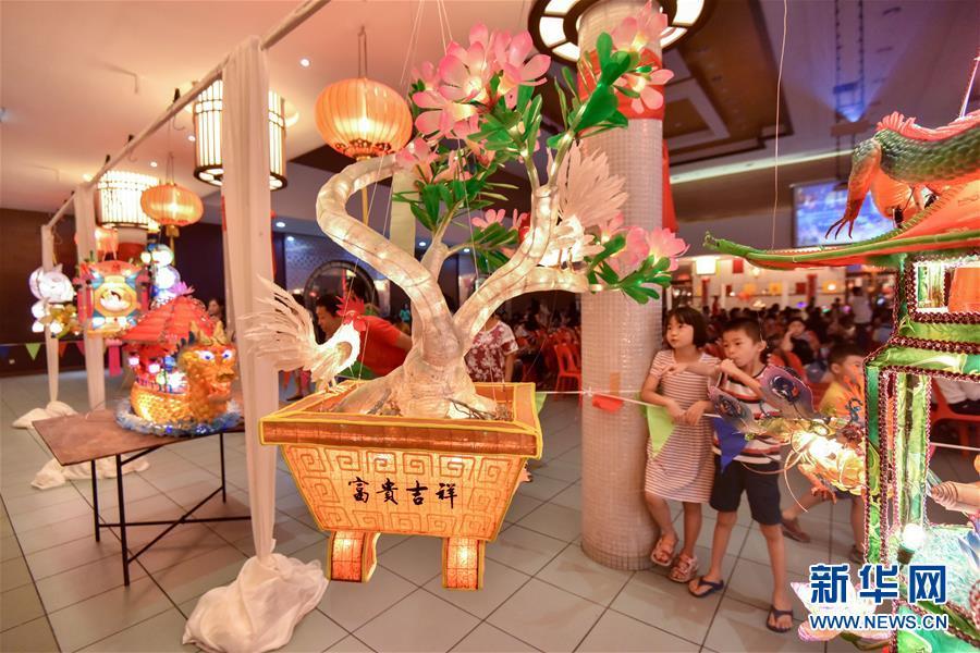 马来西亚华人迎中秋