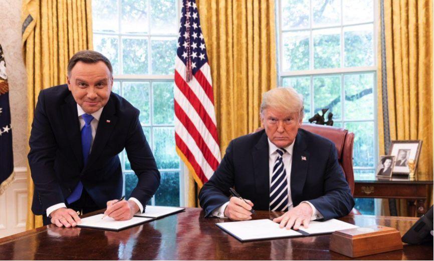 一张照片,让全波兰对特朗普彻底怒了!