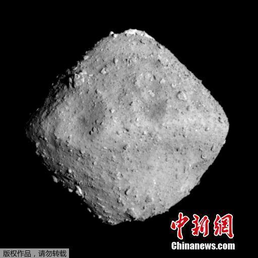 """日本漫游车成功着陆小行星""""龙宫"""" 正发回照片"""