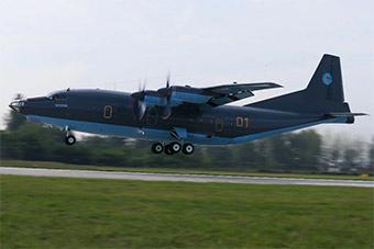 中国出口哈萨克斯坦首架运8军用运输机抵达机场