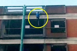 """英国女""""蜘蛛侠""""徒手快速攀爬八层楼高停车场"""