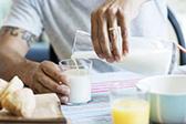 4个信号预示钙不足 需多吃牛奶和豆制品