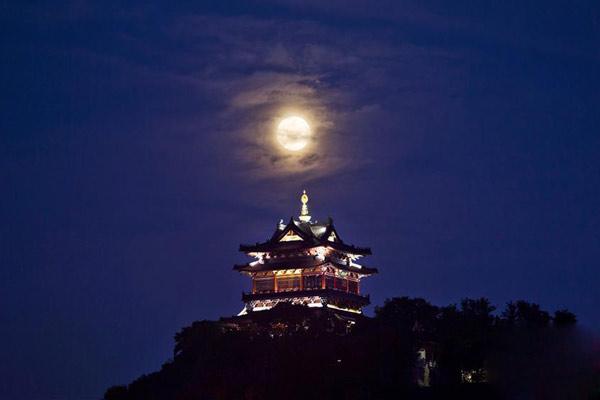 中秋夜赏月模式开启!十五的月亮扮靓夜空