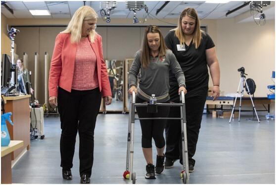 奇迹!脊椎电子植体新发明帮助下身瘫痪者重新行走