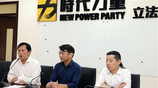 """""""台独""""政党提案称持大陆居住证者要除台籍 台媒:变相惩罚台湾人"""
