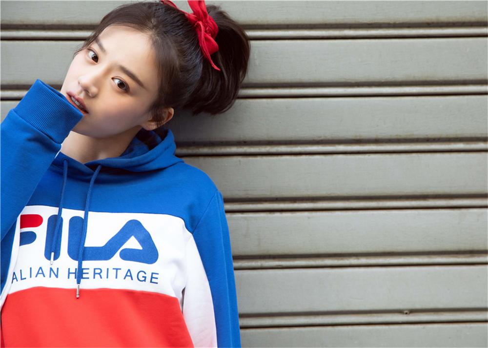 马思纯亮相米兰时装周 青春洋溢诠释运动新时尚