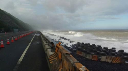 强台风逼近 台湾将有局部豪大雨已观测到长浪