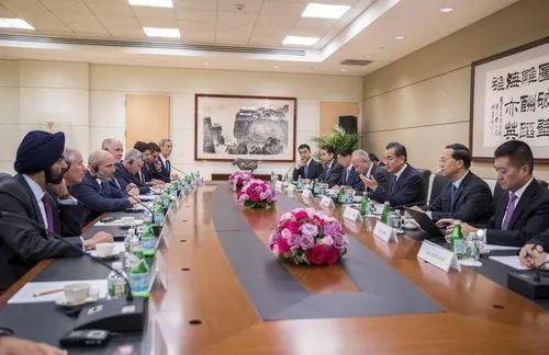 王毅会见美中关系全国委员会、美中贸易全国委员会负责人