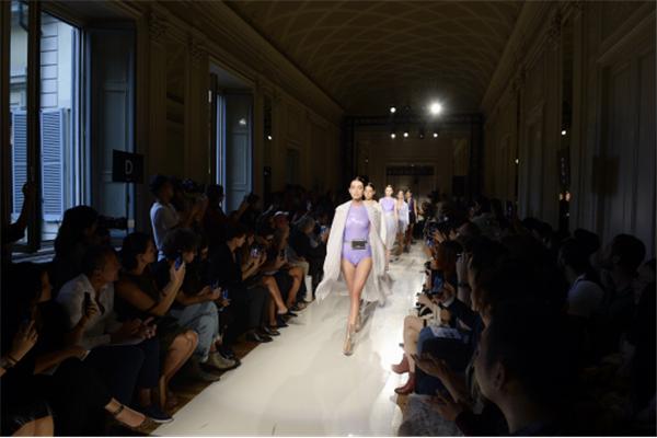 回归对女性服装的思考,米兰时装周上构筑的魔幻花园