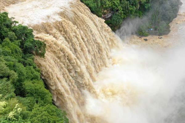 贵州黄果树瀑布出现入秋以来最大洪峰