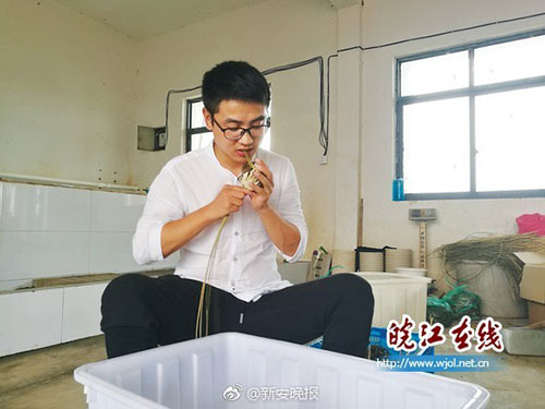 研究生回乡卖螃蟹 1年网售额近2百万