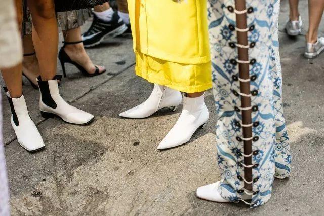 这个秋天,依旧是小白靴最时髦!