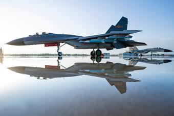 帅出新高度!中国空军歼-11B战斗机训练美照