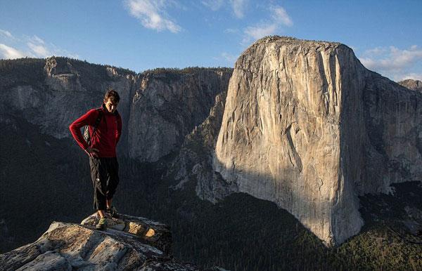 纪录片展现美国攀岩大师徒手征服914米高酋长岩