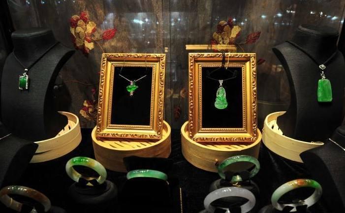 成都:部分旅游景区珠宝玉石以假充真