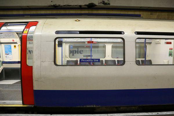 伦敦地铁皮卡迪利线开启48小时罢工 数万人出行受影响
