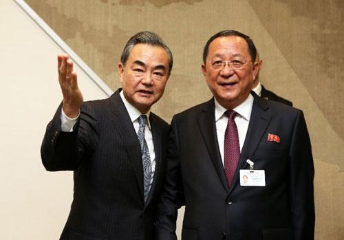 王毅会见朝鲜外务相李勇浩