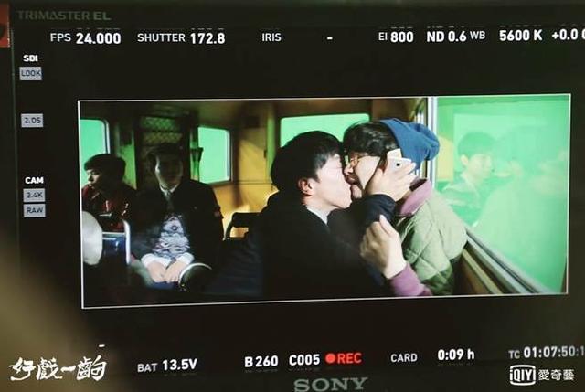 张艺兴遭他强夺屏幕初吻!傻眼说:完全没心理准备