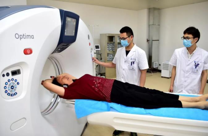 看病换家医院,为啥CT要再拍一遍?