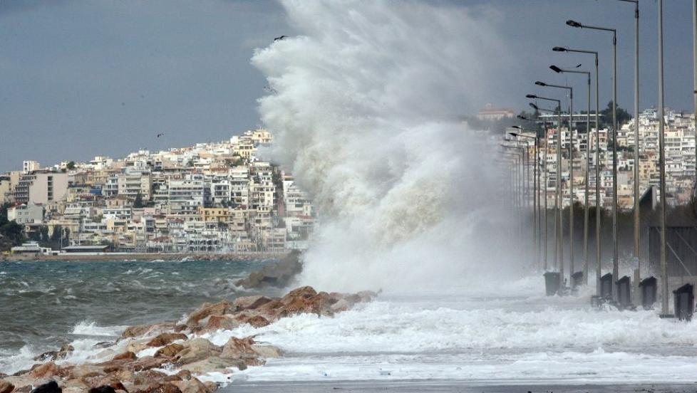 风暴席卷希腊大部 降温降雪停课停运