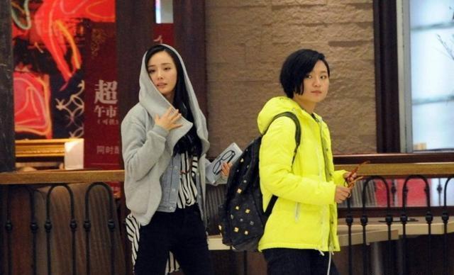 杨幂的几个闺蜜,个个都非常的优秀,唯一的男闺蜜也非常的疼她