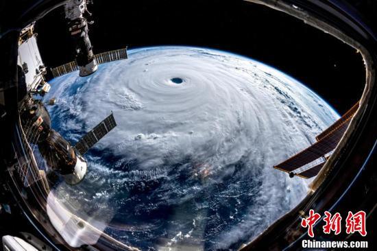 """国际空间站拍到超强台风""""潭美""""移动画面 直扑日本"""