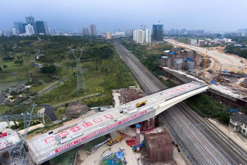 国内转体角度最大跨高铁桥梁成功转体