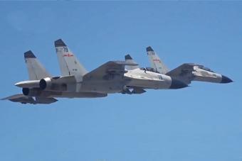 精准打击!我军多型战机在南海实弹演练