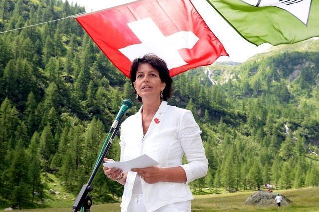"""瑞士环境部长将辞职 被誉为""""平易近人的女王"""""""