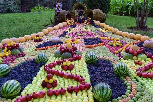 """满眼都是果蔬!塔吉克斯坦举办""""友谊之夜""""果蔬展"""