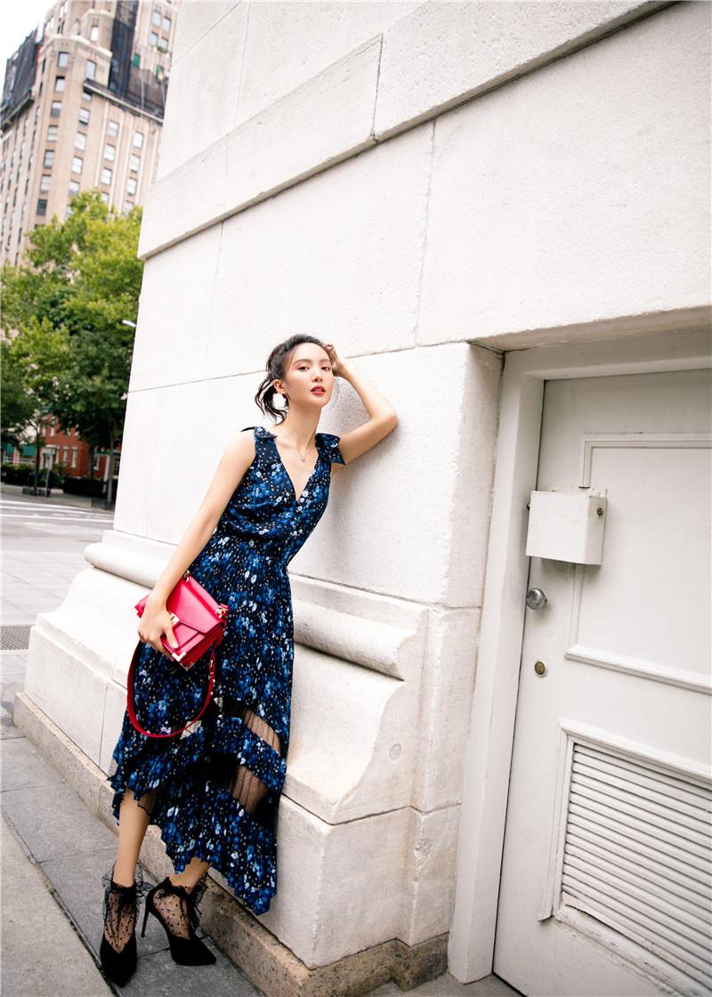 纽约的秋日漫游!金晨全新街拍释放多重精致魅力!