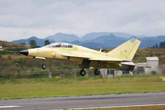 中国FTC-2000G战机成功首飞