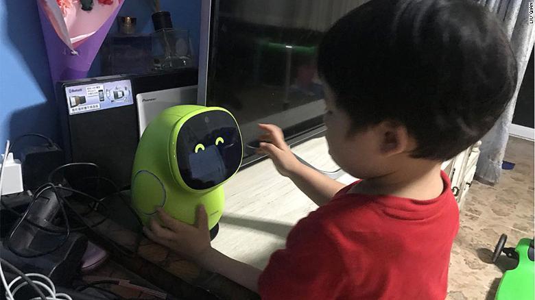 智能时代众生相 中国家庭养育孩子的方式也AI化