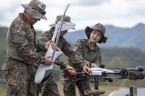 """韩陆军成立""""无人机机器人战斗团"""" 士兵训练画面曝光"""