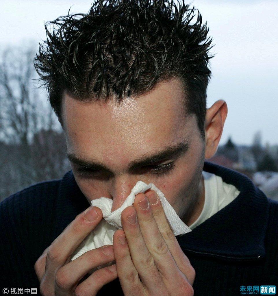大学男生感冒打篮球咳出粉红色痰液 住入重症监护室